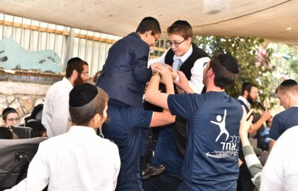 2 specials reached the age of the mitzvot and the volunteers rejoiced