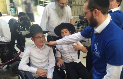 Watch:  Bar Mitzvah Bocher singing at his Bar Mitzvah in a special school.
