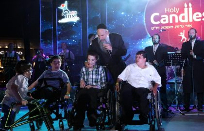 "MBD sings ""Hineni Rofe Loch"" to a sick child of Belev Echad"