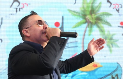"Watch: Amazing star ""Yaniv Ben Mashiach""  performed for the crowd at the carnival event."