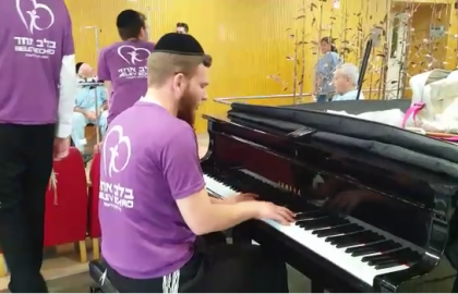 Rejoicing with the patients in Tel Hashomer Hospital with a beautiful piano!