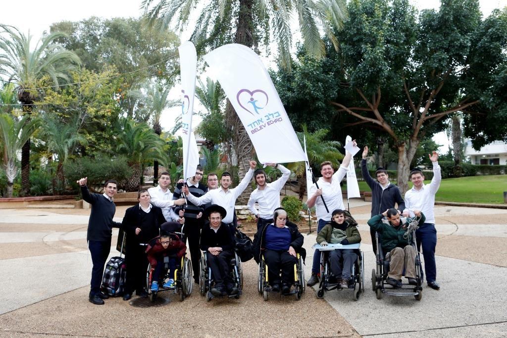 Shabbos getaway for hundreds of sick children • Netanya | בלב אחד