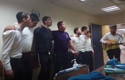 המתנדבים מפיצים אור ושמחה בבית החולים מעיני הישועה