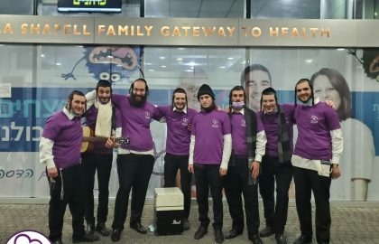 Blev Echad Volunteers out Motzei Shabbos chearing up squad in Hadassah Hospital.